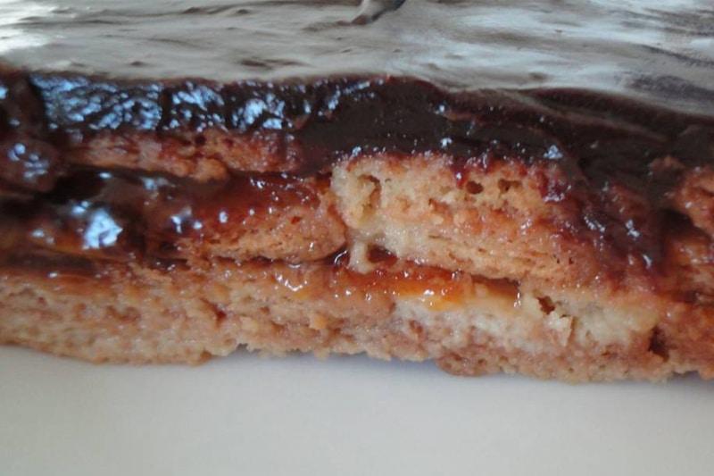 Tarta de chocolate con mermelada La Atalaya